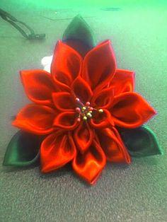 Poinsettia kanzashi 1   por Tahanala