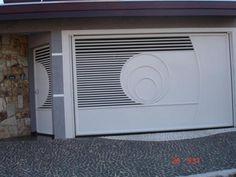 Portão para Condomínios Balcony Railing Design, Window Grill Design, Iron Gates, Iron Doors, Garage Gate, Garage Doors, Gate Decoration, Steel Gate Design, Custom Gates