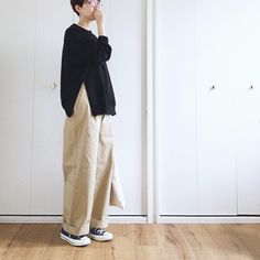 * 2018.2.13(tue) ・ Supported by GLOBAL WORK @globalwork_official のチノキャンペーンに参加させて頂いています。 ・ GLOBAL WORKのワイドストレートチノ。 サラサラした生地で肌触りバツグン◎… Grunge Fashion, Hijab Fashion, Fashion Outfits, Womens Fashion, Maxi Pants Outfit, Japan Fashion, Daily Fashion, Skinny Motivation, Estilo Grunge