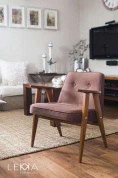 Fotel proj. J. Chierowski typ: 366. Data produkcji: 1962 r. Wnętrze. Armchiar designed by J.Chierowski. Midcentury design. Interior