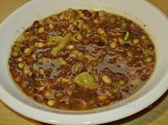 Vďačná sýta klasická polievka, akú varievali ešte naše babičky. Výborná aj ako hlavný chod s krajcom chleba. Hŕstková polievka je nielen hustá, ale vďaka svojmu zloženiu aj výživná. Czech Recipes, Cream Soup, Soup Recipes, Chili, Catering, Beans, Food And Drink, Vegetables, Cooking