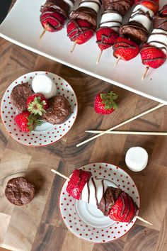 Yummy Recipes: Strawberry Marshmallow Brownie Kabobs recipe. (I used packaged Little bites brownies. I melted milk chocolate chips with coconut oil & cinnamon to drizzle on top. Also made a version with Chocolate covered banana, peanut butter, marshmallow, & brownie.)