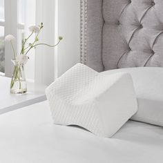 It's easier for side sleepers to maintain proper posture when the Sleep Philosophy Memory Foam Knee Pillow elevates the upper knee. With hip, knee and lower back stress eased, you can enjoy a comfortable night's sleep. Bed Pillows, Knee Pillow, Trendy Home Decor, Pillows Online, Memory Foam Mattress Topper, Pregnancy Pillow, Thing 1, Bedding Basics