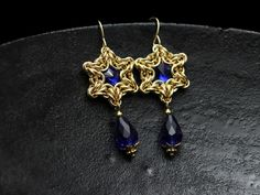 Chainmaille star earrings, sapphire & gold, Byzantine stars