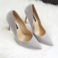 Szary klasyk via @deez24pl 💞 #vices #shoes #suede #heels #vicesshoes #classy #polishblogger #instalike #instaheels