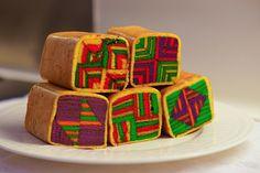 Kek Lapis Sarawak : it's colorful. taste good too :) Dutch Desserts, Asian Desserts, No Bake Desserts, Chef Recipes, Asian Recipes, Cooking Recipes, Thousand Layer Cake, Malaysian Food, Malaysian Recipes