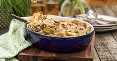 Recept: Krämig lök- och ansjovispaj med västerbottensost Mozzarella, Pesto, Serving Bowls, Snacks, Tableware, Kitchen, Appetizers, Dinnerware, Cooking