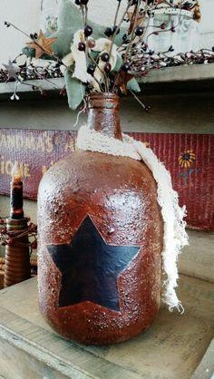 Primitive grungy wine jug. Rustic Crafts, Country Crafts, Primitive Crafts, Vintage Crafts, Diy Home Crafts, Primitive Candles, Wine Jug Crafts, Glass Bottle Crafts, Jar Crafts