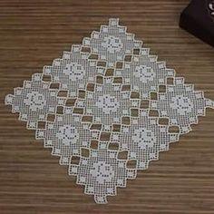 This Pin was discovered by HUZ Filet Crochet, Art Au Crochet, Crochet Diy, Crochet Motifs, Crochet Blocks, Crochet Borders, Crochet Squares, Thread Crochet, Crochet Doilies