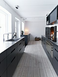 We love the grey shades in this kitchen. #hotlooks
