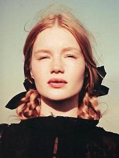 "♀ Orange hair Woman portrait face with Freckles Zanna Van Vorstenbosch in ""On a Throne in the Sky"" photographed by Ellen von Unwerth for Lula F/W 2012 Ellen Von Unwerth, Foto Portrait, Portrait Photography, Fotografie Portraits, Hair Arrange, Braut Make-up, Ginger Hair, Belle Photo, Red Hair"