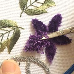 İşte merak edilen çiçeğin kadife gibi görünmesinin sırrı #elişi#elnakışı#nakış#embriodery#handmade#mor#teknik#emek#havlu#çeyizhazırlığı#çeyiz#hobim#sipariş Hand Embroidery Stitches, Punch Needle, Foto E Video, Bobby Pins, Cross Stitch, Hair Accessories, Instagram Posts, Beauty, Projects