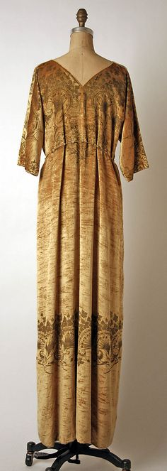 Evening dress Fortuny  (Italian, founded 1906)  Designer: Mariano Fortuny (Spanish, Granada 1871–1949 Venice) Date: 1931 Culture: Italian Medium: silk. Back