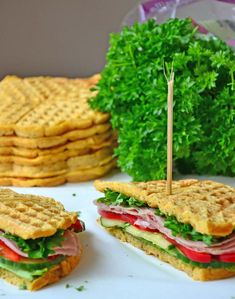 Healthy, protein-rich sandwich waffles – Karoline Marberg – About Healthy Meals Waffle Sandwich, Norwegian Food, Yummy Food, Tasty, Healthy Protein, Lunches And Dinners, Creative Food, Food Inspiration, Sandwiches