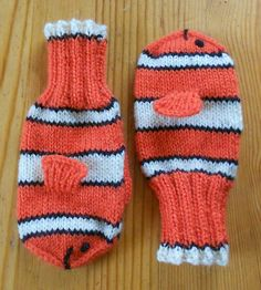 Free Knitting Pattern for Little Nemo Mittens - Clown fish shaped mittens. Designed by Sigurlaug Eva Stefansdottir. Pictured project by mimouna