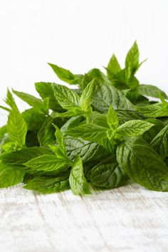 31 All-Natural Energy-Boosting Foods Nutritionists Love Drying Mint Leaves, Bland Food, Mint Plants, Natural Energy, Fruit And Veg, Preserving Food, Drying Herbs, Spice Mixes, Greek Recipes