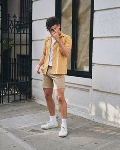 Pin by michael on style in 2019 fashion, streetwear shorts, fashion outfits Summer Outfits Men, Stylish Mens Outfits, Beach Outfit For Men, Men's Beach Outfits, Casual Outfits, Men Casual, Mode Shorts, Men's Shorts, Guys Shorts
