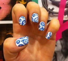 Paisley nails - blue and white china pattern