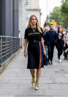 The Best Street Style From London Fashion Week SS17 #streetstyle #london #fashion #fashionweek #ss17 #elleaus