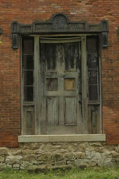Front entrance, abandoned 1857 US Marine Hospital, Galena, Illinois