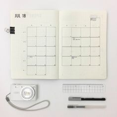 Minimalist bullet journal spreads are incredibly popular and so easy to create! Check out these stunning bullet journal spreads to inspire your next minimalist page! Bullet Journal Titles, Bullet Journal Monthly Spread, Bullet Journal Inspiration, Bullet Journals, Bujo, Bullet Journal Minimalist, Calendar Notebook, Journal Template, Journal Aesthetic