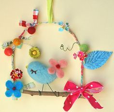 22 Spring Decorating Ideas and Crafts to Refresh Home Interiors cheap ideas for spring decor, butterflies decorations, birds images and floral designs Diy Craft Projects, Kids Crafts, Felt Crafts, Diy And Crafts, Arts And Crafts, Crafts Cheap, Theme Noel, Felt Birds, Felt Art