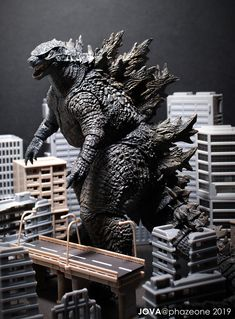 Godzilla 2019 (NECA) Godzilla Figures, All Godzilla Monsters, Godzilla Comics, Godzilla Toys, Neca Figures, Action Figures, Godzilla Suit, Sh Monsterarts, Dinosaur Crafts