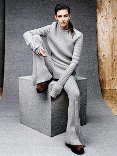 Шерстяные пуловер и брюки, ботинки  из шкуры пони,  все Céline