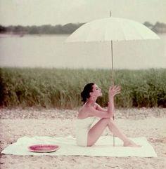 Retro Fashion Pics : Frances McLaughlin-Gill