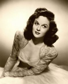 Key-book portrait of Susan Hayward. Old Hollywood Movies, Old Hollywood Glamour, Golden Age Of Hollywood, Vintage Hollywood, Hollywood Stars, Hollywood Actresses, Classic Hollywood, Actors & Actresses, Vintage Glamour