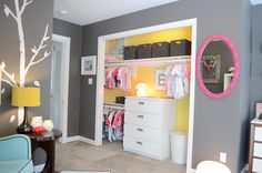 Everly Harpers Nursery - Dave K - Picasa Web Albums -- I love the way the inside of the closet is painted a different color!:)