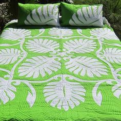 Aloha Living by PalamaImports on Etsy Hawaiian Quilt Patterns, Hawaiian Quilts, Tahiti, Bed Cover Design, Hawaiian Crafts, Batik Quilts, Hawaii Homes, Gifts For My Wife, Scrappy Quilts