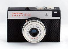 Aparat fotograficzny czasów PRL Poland Country, Classic Camera, Quote Posters, Fujifilm Instax Mini, Romania, Childhood Memories, Retro Vintage, Bratislava, Grandmothers