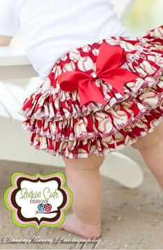 Baseball Print Ruffled Bloomers from Stinkin Cute Designs, NEED these for my lil girl Children Outfits, Baby Outfits, Toddler Outfits, Little Girl Fashion, My Little Girl, Baby Love, Baby Baby, Chloe And Paige, Ruffle Bloomers