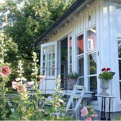 Found this lovely summer pic of @rosenhaxan garden house #onetofollow 💕 💕 . .Check out her beautiful feed ♡♡♡ ____________________________________ Nr 8 Fantastiskt lantliga och fina bilder hos @rosenhaxan En stark kvinna som har kämpat mot sin sjukdom ❤ Beundrar din livsglädje och ditt mod!! #sfs #gofollow