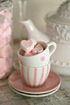 Corazones rosas en taza de lunare ~ Ʀεƥɪииεð вƴ╭•⊰✿ © Ʀσxʌиʌ Ƭʌиʌ ✿⊱•╮