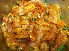 Len s touto marinádou pripravíte akékoľvek kuracie mäso tak, že sa rozpadáva na jazyku: Aj zmrazené kurča chutí ako od šéfkuchára! Kefir, Chicken Wings, Curry, Cooking Recipes, Treats, Dip, Ethnic Recipes, Tacos, Chef Recipes