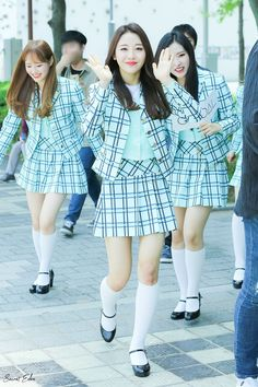 your best source for everything about Blockberry Creative's girl group, LOOΠΔ. Gingham School Dress, School Girl Dress, School Uniform Girls, Kpop Outfits, Sexy Outfits, Girl Outfits, Kpop Girl Groups, Kpop Girls, Cute Skirts