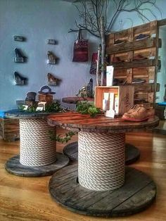 60 DIY Recycled Wood Cable Spool Furniture Ideas & Projects For Porch Decorating. - 60 DIY Recycled Wood Cable Spool Furniture Ideas & Projects For Porch Decorating… 60 DIY Recycled Wood Cable Spool Furniture Ideas & Projects For Porch Decorating… Wooden Spool Tables, Cable Spool Tables, Wooden Cable Spools, Cable Spool Ideas, Cable Reel Table, Spools For Tables, Sewing Tables, Recycler Diy, Decoration Palette