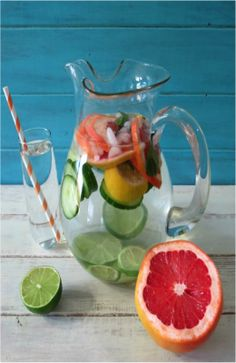 This water almost looks too good to drink, packed with #grapefruit and #lime