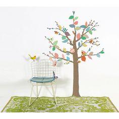 Dejad libre su imaginación con este árbol, ideal para decorar la habitación de los más pequeños. Se pueden aplicar a todas las superficies lisas: paredes, muebles, cristales, espejos... y ¡muy fácil de quitar! Da la sensación de que se ha pintado el dibujo sobre la pared. Incluye instrucciones.