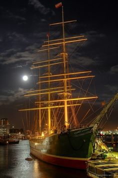 "Rickmer Rickmers II - Hamburg (from <a href=""http://digitalfoto-welt.de/picture.php?/148/category/9"">Rainer Kaufhold - digitalfoto-welt.de - digital photo world</a>)"