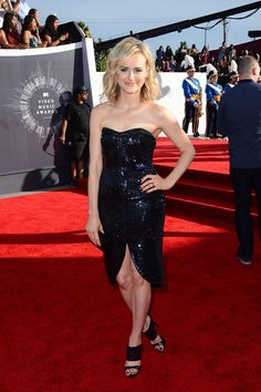 """""""Orange is the New Black"""" star Taylor Schilling trades in her prison scrubs for a glamorous black sequin gown. The actress will introduce a performance later in the night along with her co-stars Laverne Cox and Uzo Aduba. Taylor Schilling, Music Awards 2014, Mtv Video Music Award, Black Sequin Gown, Black Sequins, Dress Black, Miley Cyrus, Katy Perry, Orange Is The New Black"""