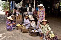 All'interno di un mercato vietnamita. - Visiting a vietnamese market. - Vietnam. - #reportage #ethnologies #travel #beautiful #photooftheday #natgeo #natgeotravelpic #natgeocreative #travelawesome #igtravels #ig_naturelovers #camp4pix #awesome_earthpix #vietnam #vietnamtrip #vietnamtravel #picture - View in HD on www.ethnologies.it