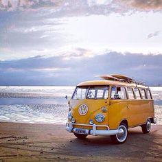 Surfs up … Vw Camper Bus, Volkswagen Bus, Vw T1, Campers, Voltswagon Van, My Dream Car, Dream Cars, Vw California Beach, Voyager C'est Vivre