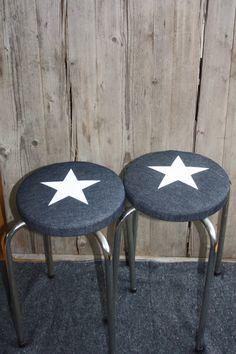 Krukjes met ster, gemaakt van spijkerstof Denim Furniture, Diy Old Jeans, Shabby Home, Denim Crafts, Star Decorations, Star Wars, Cozy Cottage, Color Stories, Little Star