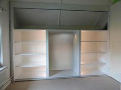 Ormari U Potkrovlju Attic Master Bedroom, Attic Bedroom Designs, Attic Bedrooms, Upstairs Bedroom, Attic Wardrobe, Attic Closet, Closet Bedroom, Walk In Closet, Cool Kids Bedrooms