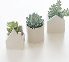 tiny houses for your plants Polymer Clay Crafts, Diy Clay, Diy With Clay, Diy Air Dry Clay, Air Drying Clay, Air Dry Clay Crafts, Clay Crafts For Kids, Air Dry Clay Ideas For Kids, Clay Christmas Decorations