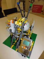 Mike Brandl's Globe Plotter can draw the shapes of the continents on a white ball. For this robot the coordinates of the continents were prepared as a zigz Lego Mindstorms, Electronic Schematics, Lego News, Arduino, Diy Projects, Shapes, Canning, Electronics, Toys