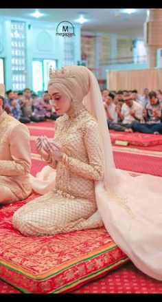 Wedding veils hijab beautiful new Ideas You can find different rumors about the history of the marriage dress; Muslim Wedding Gown, Muslimah Wedding Dress, Muslim Wedding Dresses, Wedding Dress With Veil, Hijab Bride, Muslim Brides, Wedding Veils, Bridal Dresses, Islam Wedding